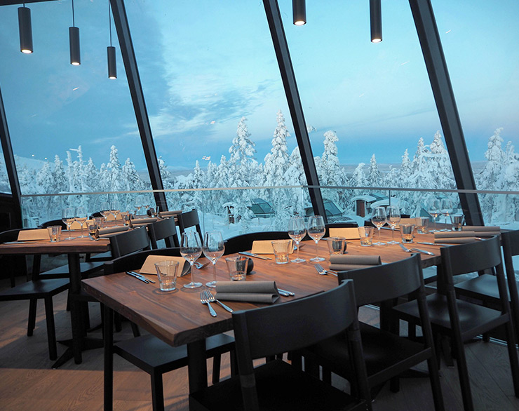 The restaurant's upper floor with a view to a snowy scenery