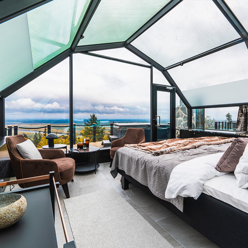 Suite-iglusta avautuu loistava näkymä alas laaksoon